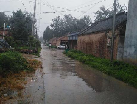 雨中的火头刘村庄